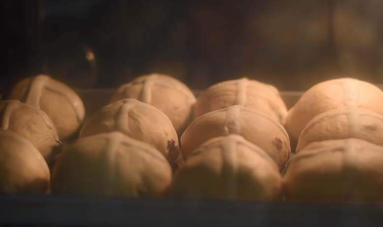 Baking buns in oven